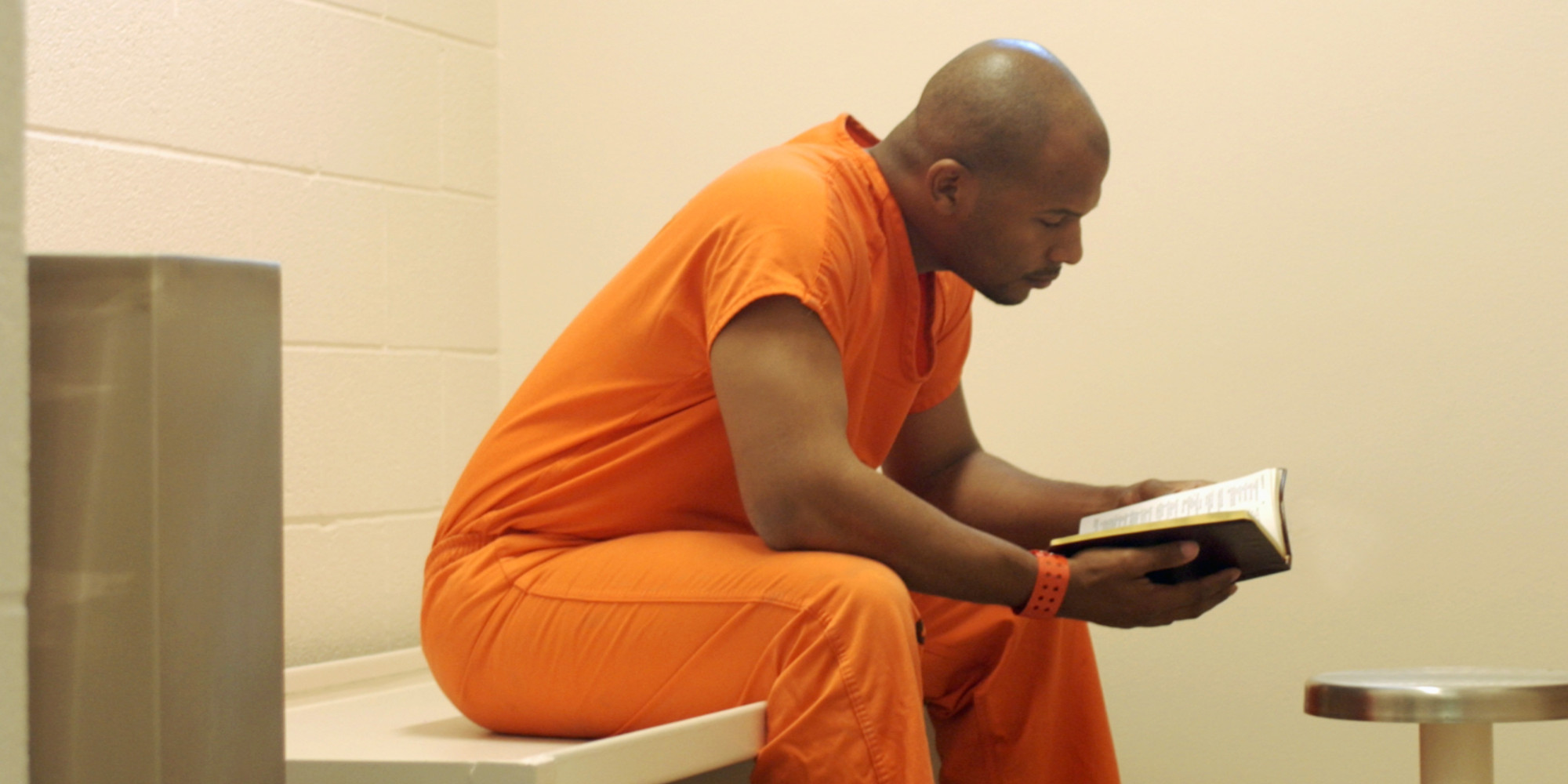 o-PRISONER-READING-facebook